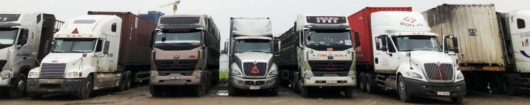 Đội ngũ xe tải xe đầu kéo, xe container đông đảo